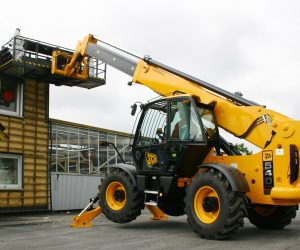 Are there benefits to hiring equipment?